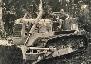 Un moniteur sur son CD 8. (c)40 ans de service militaire adapté en Guyane (1961-2001), Panazol, Editions Lavauzelle, 2002